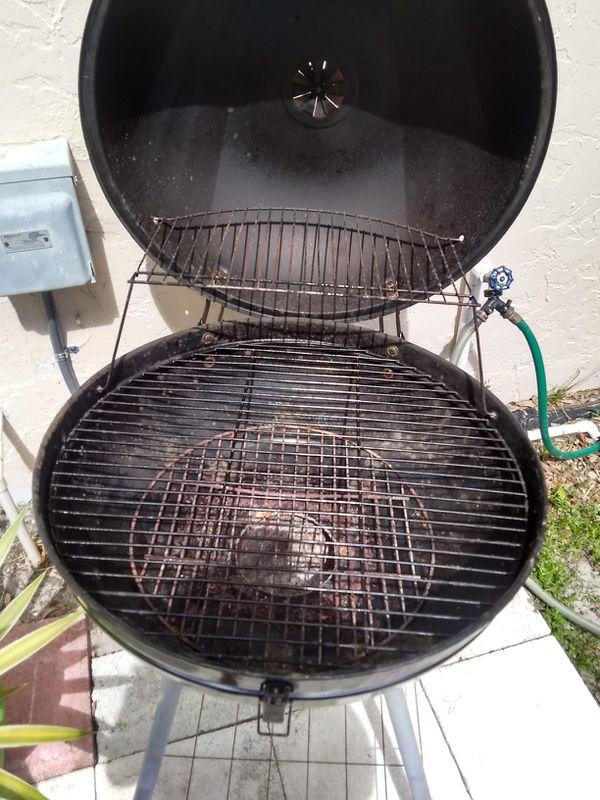 BBQ Grill, no holes inside.