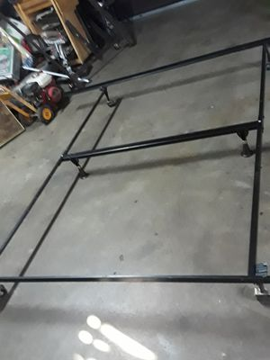 KING SIZE METAL BED FRAME for Sale in Fresno, CA