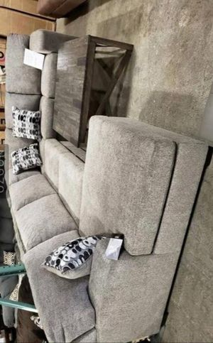 //Ashley sectional oversized couch free delivery for Sale in Austin, TX