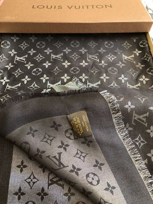 Louis Vuitton Monogram Shine Shawl (scarf) for Sale in Northbrook, IL