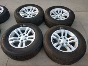 "Chevy Silverado wheels OEM 18"" 6x139.7 and Michelin tires price it's firm for Sale in Ontario, CA"