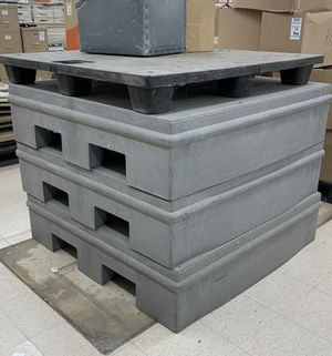 """PALLETS COMMERCIAL 48"""" x 48"""" x 12"""" for Sale in Midland, MI"""