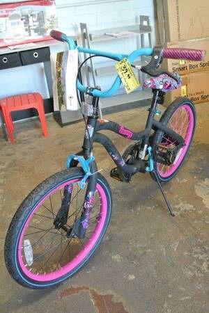 Girls Monster High Skulls 20″ Kids Bike in Black & Pink for Sale in Mesa, AZ