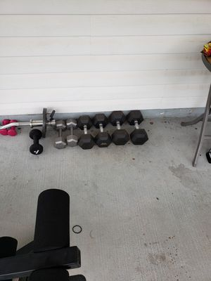 Weight bench/w weights and dumbbells for Sale in Manassas Park, VA