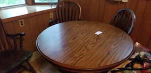 Round table and 4 chairs. for Sale in Eagle River, WI