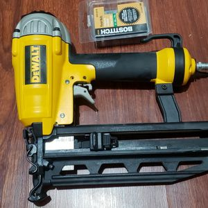 Dewalt 16g Straight Finish Nailer Used Like New for Sale in Laurel, MD
