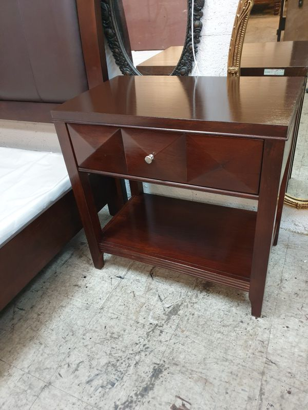 King size bedroom set solid wood and leather in excellent condition !