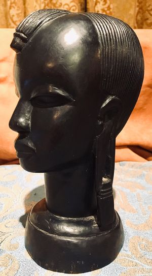African art, wood sculpture H7.5xW3.5xD5 inch for Sale in Sun Lakes, AZ