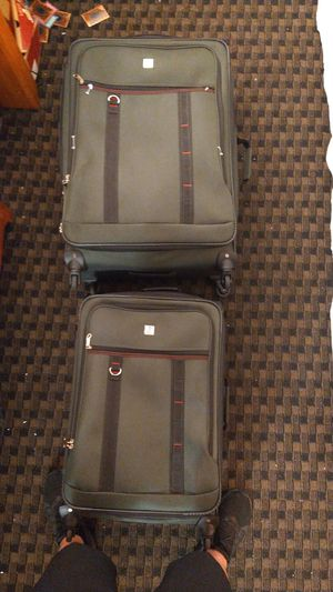 Almost new large and medium matching set of suitcases for Sale in Palm Springs, CA