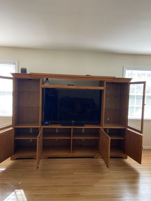 5 Piece Solid Wood Entertainment 55 Inch TV for Sale in Alexandria, VA