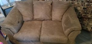 Love seat brown for Sale in Ellenwood, GA
