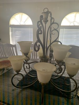 Large 9 bulb chandelier for Sale in Kissimmee, FL