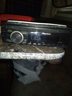 Auto CD player and radio for Sale in Long Beach, CA