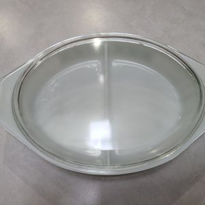 VINTAGE SPLIT PYREX DISH With Lid for Sale in Tulalip, WA