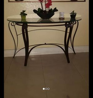 Console table Brown color for Sale in Hialeah, FL