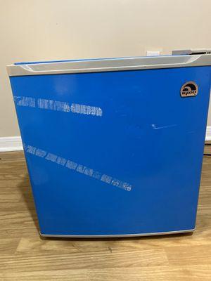 Igloo mini fridge for Sale in Spring, TX