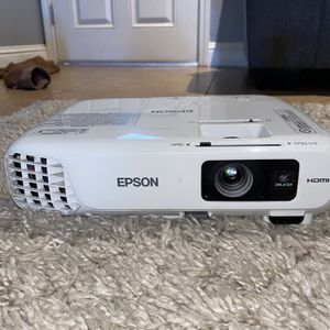 Epson Projector with Projector Screen for Sale in Fresno, CA