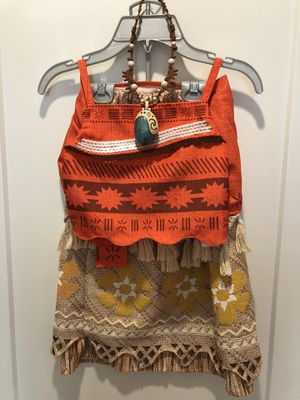 Moana Costume from Disney Store with Necklace 5/6 for Sale in Artesia, CA