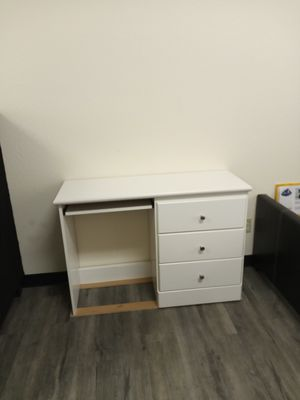 Desk for Sale in Glendale, AZ