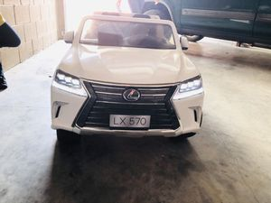 Lexus LX 570 LIKE NEW . for Sale in Aurora, CO