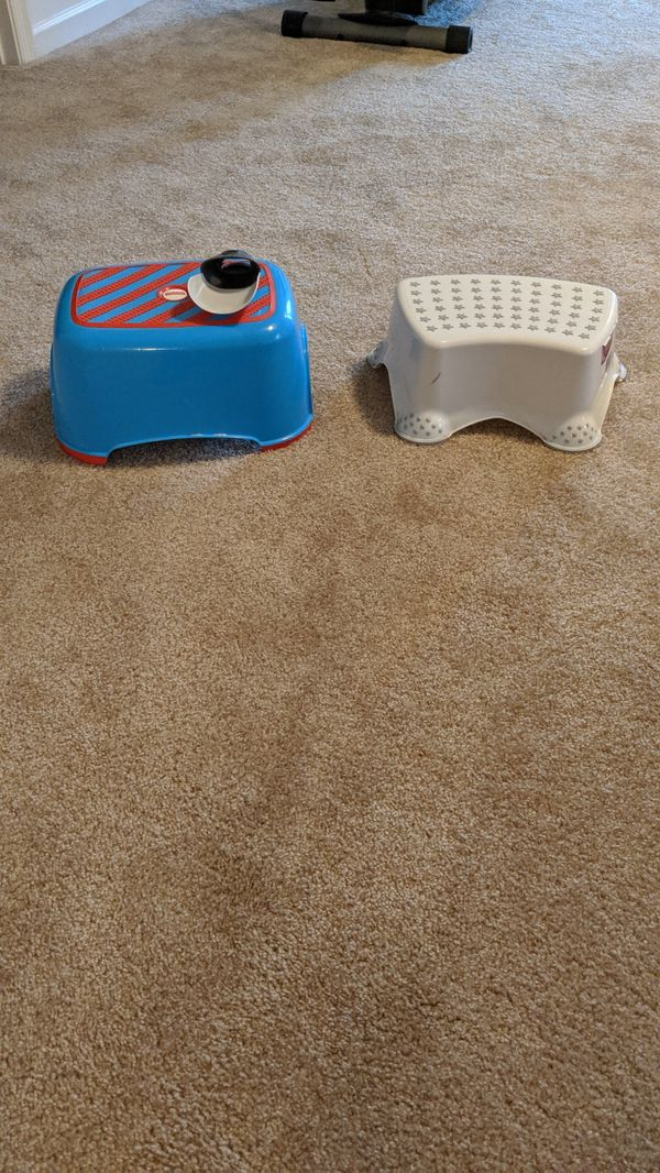 2 booster seats. 1 travel and 1 regular and 2 step stools with faucet extender