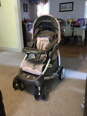 Graco Baby girl pink polka dot stroller and baby carrier carseat for Sale in Trenton, NJ