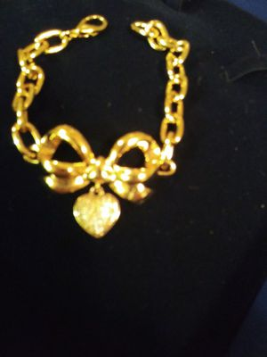 Costume Jewelry. Elizabeth Talyor for Sale in Queens, NY