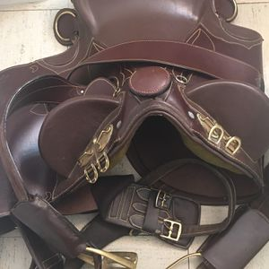 Brown Leather Australian stockman saddle for Sale in Chicago, IL