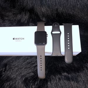 Apple Watch Series 3 (GPS + Cellular) Space Gray Aluminum 38mm for Sale in Chicago, IL