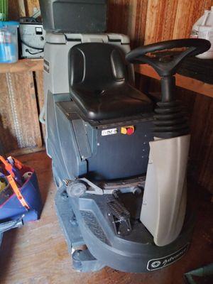 Nilfisk Advance Advenger 2800ST for Sale in Stafford, VA