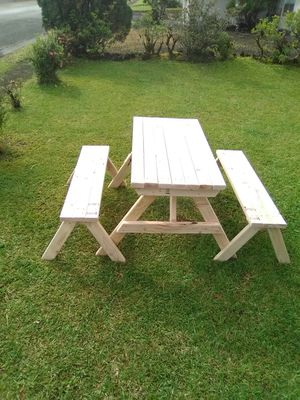 4 feet Ohana tabe with 2 benches. Free delivery for Sale in Hilo, HI