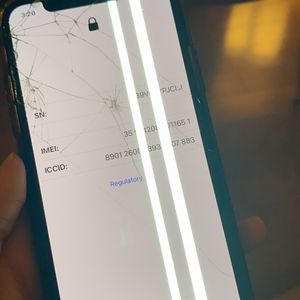 iPhone X - T-Mobile - 64GB BAD LCD CRACKED SCREEN for Sale in Brooklyn, NY