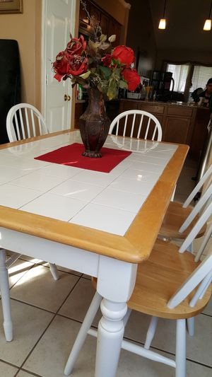 Table & 5 Chairs for Sale in Watauga, TX