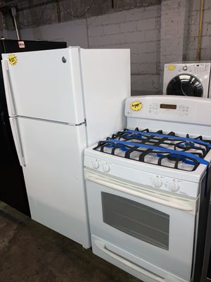 GE 2pc set: 28x61 top freezer refrigerator & gas stove in excellent condition with 4 months warranty for Sale in Baltimore, MD