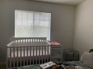Baby crib and changing table for Sale in West Palm Beach, FL