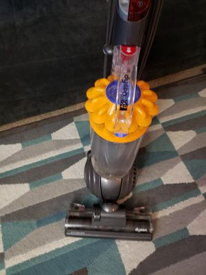 Vacuum dyson good condition serius buyer No low offer for Sale in UNIVERSITY PA, MD