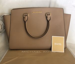 NEW AUTHENTIC Michael Kors Selma Large Top Zip Leather Satchel for Sale in Ontario, CA