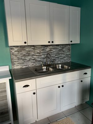 Kitchen Cabinets 5 feet bases & walls for Sale in Los Angeles, CA
