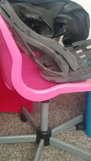 Pink desk chair for Sale in San Marcos, TX