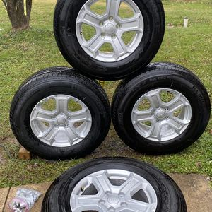 2020 JEEP WANGLER OEM WHEELS ....245/75R17 for Sale in Silver Spring, MD