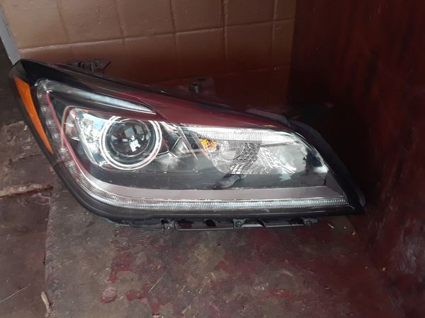 Hyundai Génesis 2015 2017 right side headlight