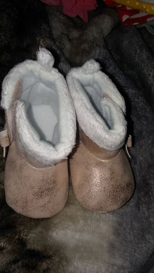0-3m baby girl boots for Sale in Stanton, MI