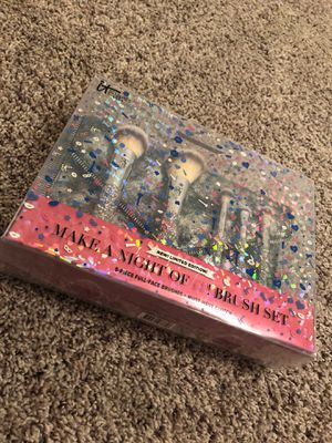 Make a Night of IT! Makeup Brush Set and Clutch from ULTA Beauty for Sale in Humble, TX