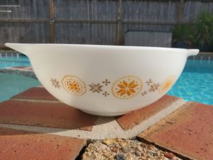 Pyrex Town & Country 4 Qt 444 Cinderella Handle Mixing Bowl Stars Orange Brown for Sale in Katy, TX