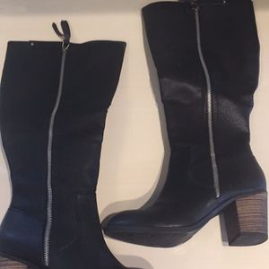 Womens Size 6 m Calf Height Black Boots Like New for Sale in Macomb, MI