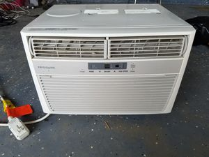 Frigidaire AC unit with remote. for Sale in Atascocita, TX