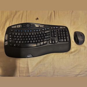 Logitech Wireless Mouse & Keyboard (📍in Sanger) for Sale in Dinuba, CA
