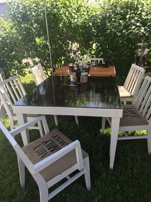 Gorgeous Dining Room Table with 6 Chairs for Sale in Walters, MN