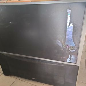 65S500 Hitachi TV (61 Inch) for Sale in Streamwood, IL