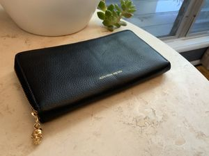 Alexander Mcqueen l-mediun Zip-around continental wallet for Sale in West Hollywood, CA